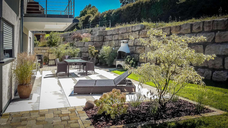 Naturstein Mauer Gartenterrasse
