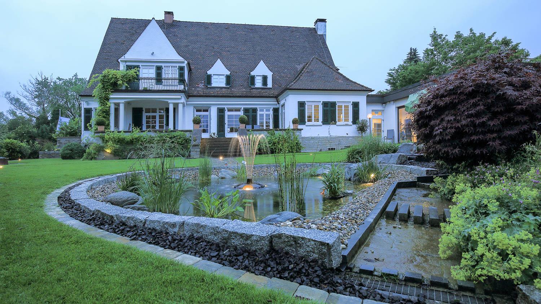 Abendstimmung Gartenanlage Teich Springbrunnen