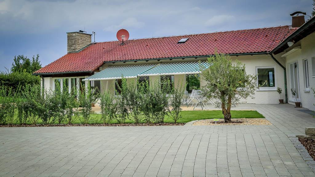 Terrasse Zufahrt Stein