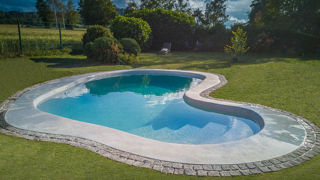 myDesignPool Projekt Leonberg individueller Pool mit Technikhaus und Wassertreppe
